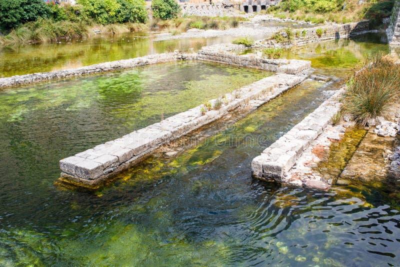 Река Shkurda в старом городке Kotor, Черногории стоковая фотография rf