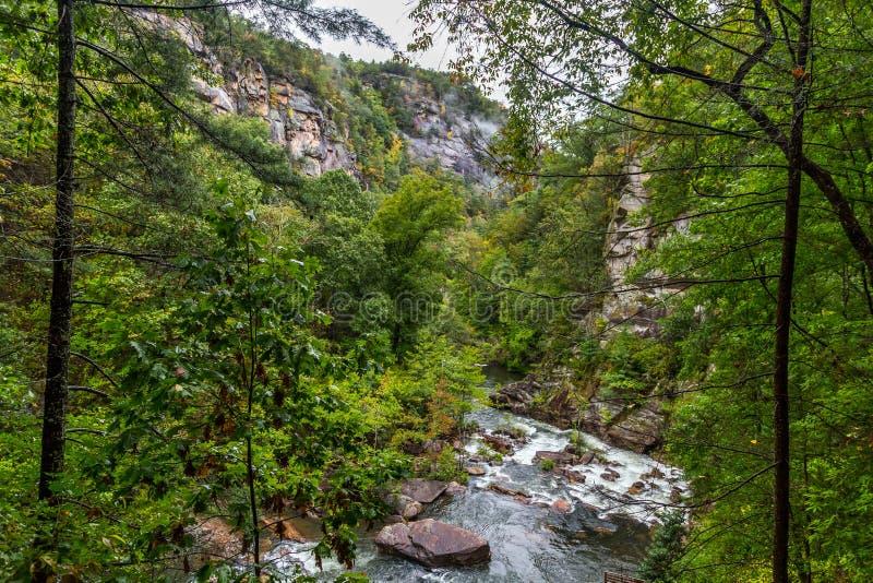 Река Tallulah через ущелье Tallulah стоковая фотография