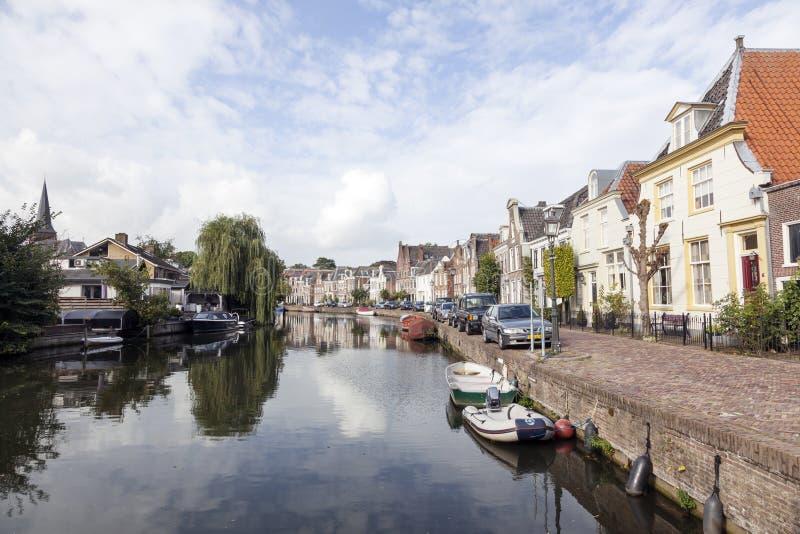 Река Vecht в голландской деревне Maarssen стоковые изображения rf