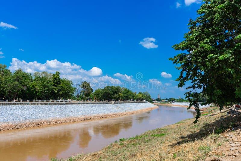 Реки, каналы и деревья для путешествий стоковая фотография rf