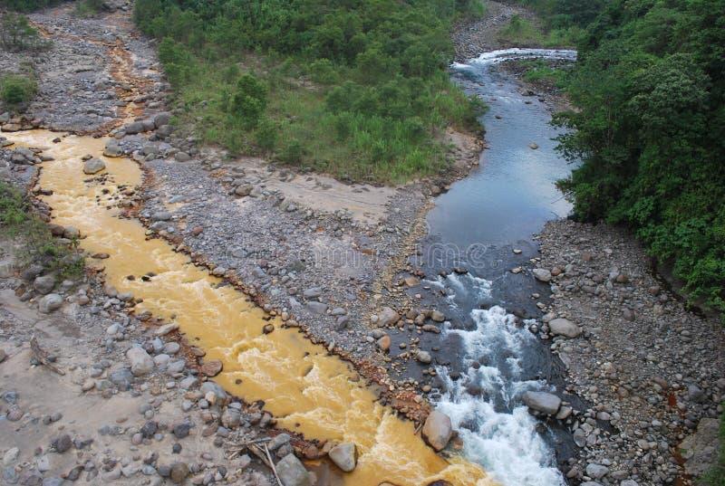 2 реки сходясь стоковое изображение