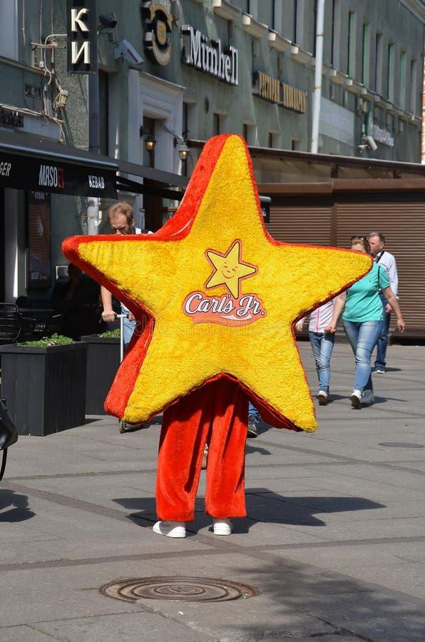 Реклама младшего Carls сети ресторанов фаст-фуда стоковые фото