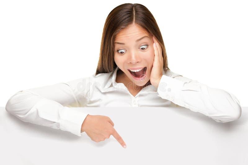рекламировать женщину знака знамени excited стоковые фотографии rf