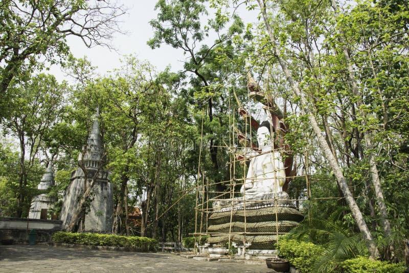 Реконструируйте статую Будды, в виске, Таиланд стоковые фотографии rf