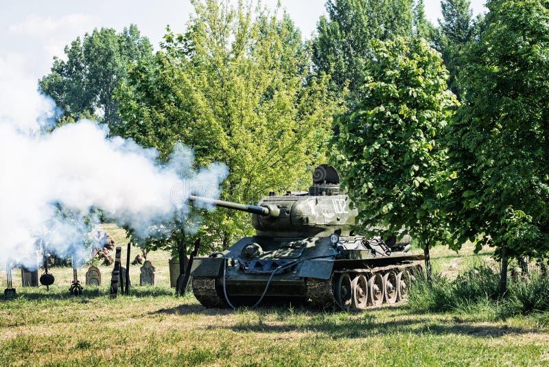 Реконструкция Второй Мировой Войны, русские всходы танка войны стоковое фото rf