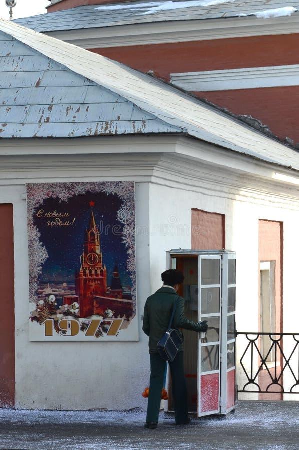 Реконструкция советского времени на улице Varvarka улицы в Москве стоковое фото