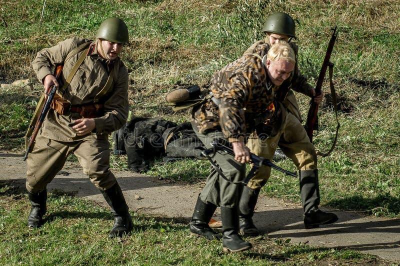 Реконструкция сражения Второй Мировой Войны 1941 в зоне Kaluga России стоковая фотография rf