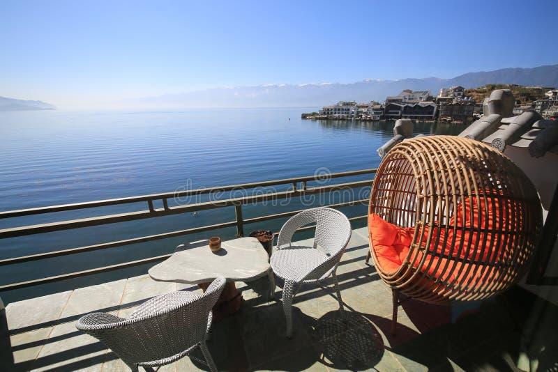 Рекреационный стул на озере Erhai Юньнань стоковые изображения rf