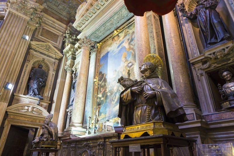 Религиозные картины и статуи Святых от собора Santa Maria Assunta стоковые изображения rf