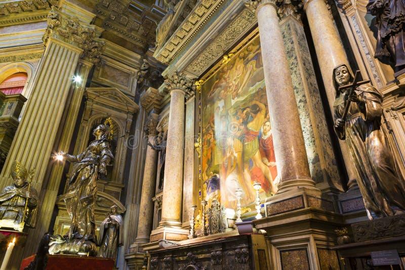 Религиозные картины и статуи Святых от собора Santa Maria Assunta стоковые фото