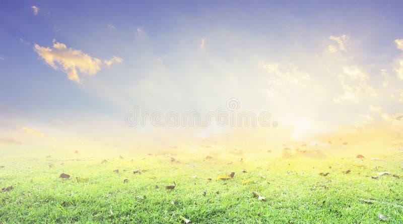 Религиозный перекрестный силуэт против неба восхода солнца bight стоковое фото rf