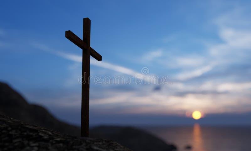 Религиозный христианский крест, стоящий на скале в море стоковая фотография