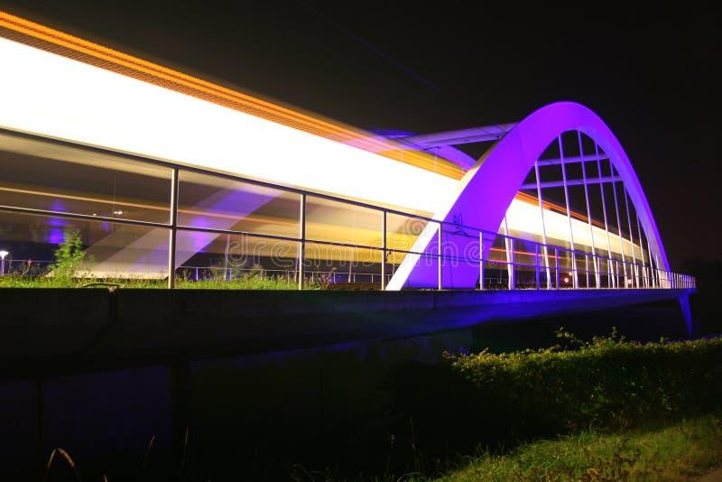 рельс stuttgart моста светлый близкий стоковые изображения