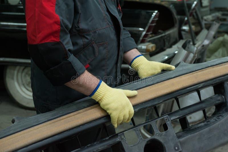 Ремонтировать автомобильное тело стоковые фото