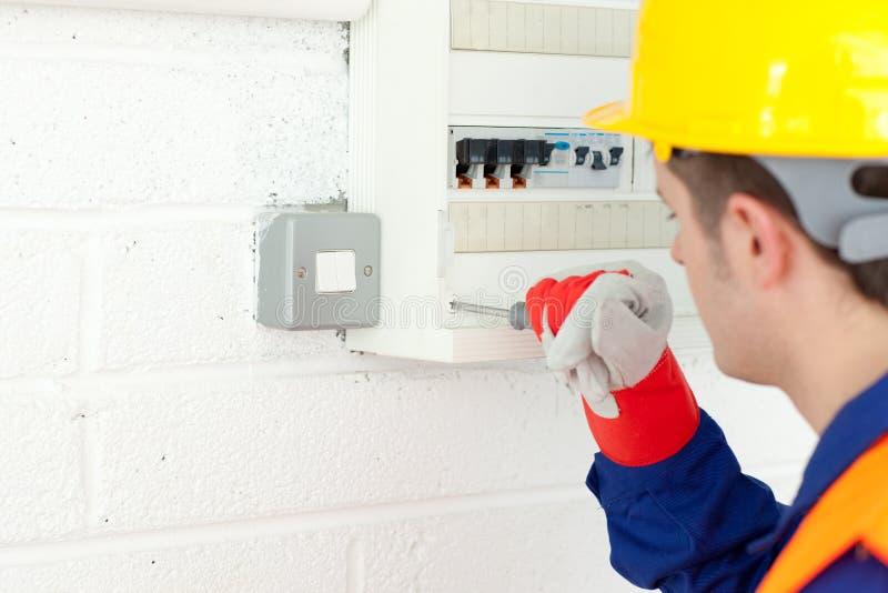 ремонтировать силы зрелого плана электрика стоковые фотографии rf