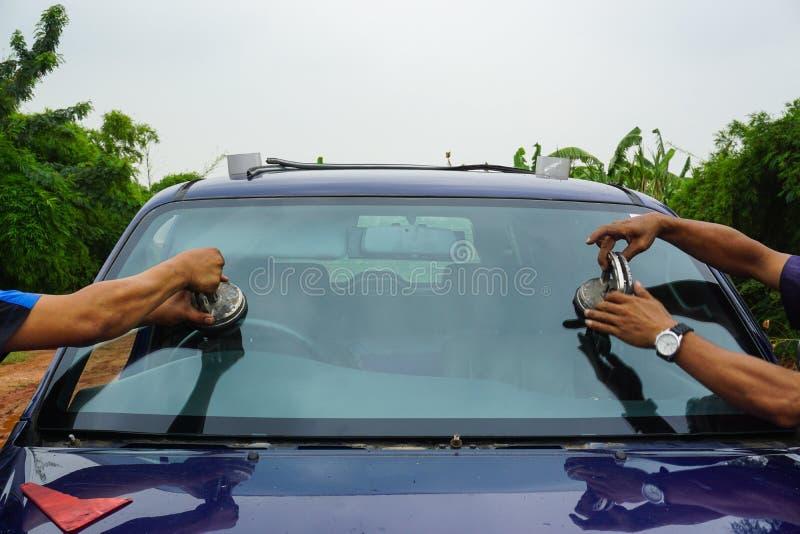 Ремонтирующ лобовое стекло замените br отказа починки инструментов счищателя windscreen стоковые изображения rf
