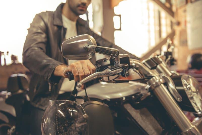 Ремонтная мастерская мотоцилк стоковое изображение rf