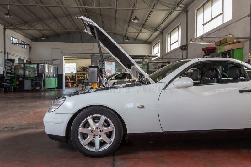Ремонт автомобиля стоковое фото