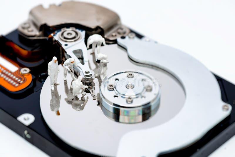 Ремонт дисковода жесткого диска и концепция спасения информации стоковые фотографии rf