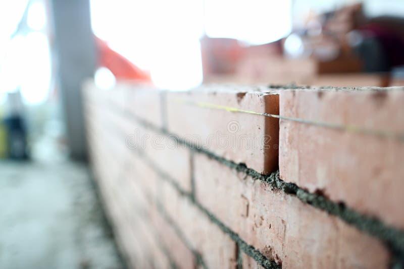 Ремонт квартиры стены Bricklaying стоковая фотография rf