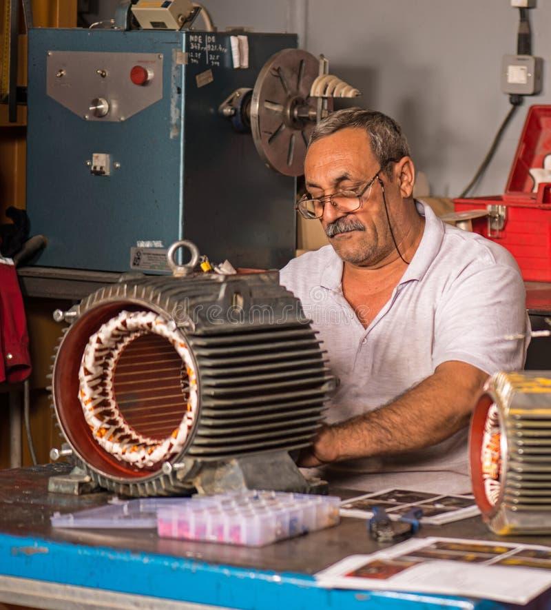 Ремонт мотора стоковые фотографии rf