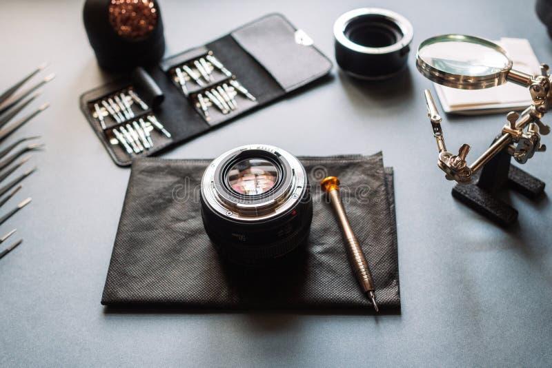 Ремонт объектива фотоаппарата фото Поддержка обслуживания стоковая фотография