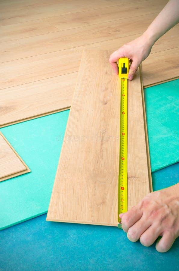 Ремонт покрытия пола. стоковое изображение