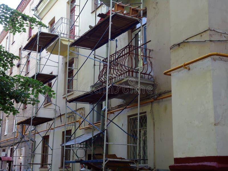 Ремонт старого дома стоковая фотография