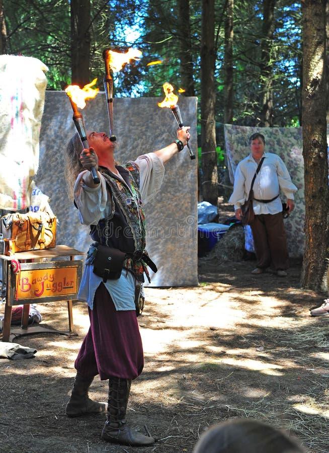 ренессанс juggler пожара стоковое изображение rf