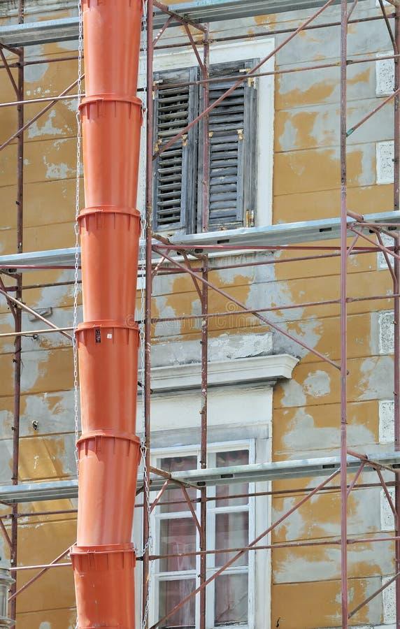 реновация здания вниз стоковое изображение rf