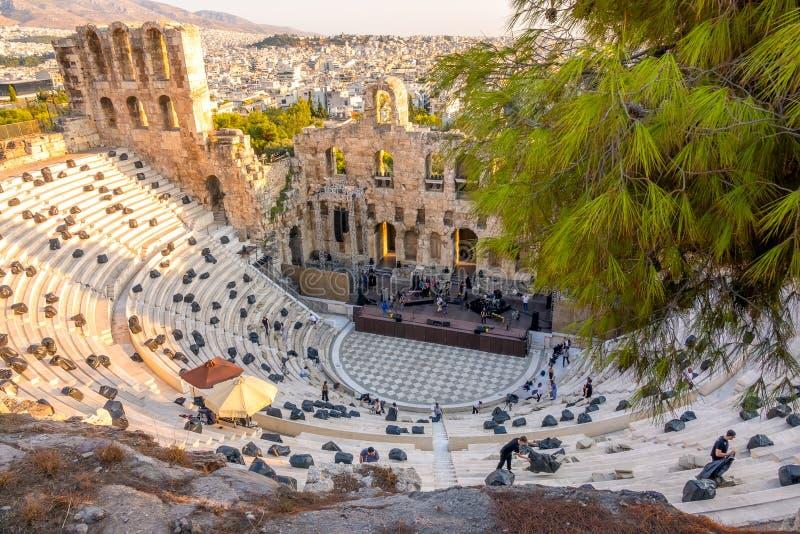 Репетиция современного концерта в древнегреческом театре стоковое фото rf