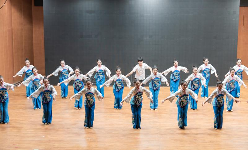 Репетиция танца 6-Teaching рудоразборки чая на уровне отдела танца стоковое фото