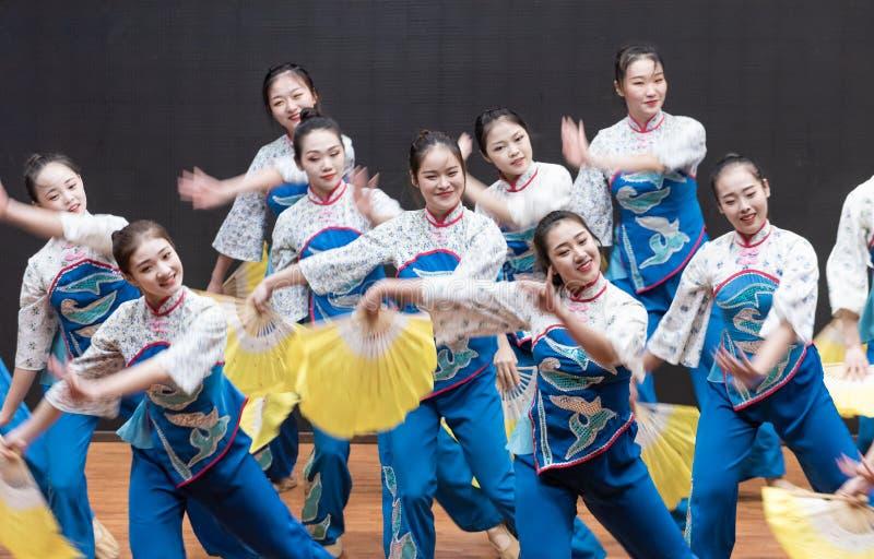 Репетиция танца 7-Teaching рудоразборки чая на уровне отдела танца стоковая фотография