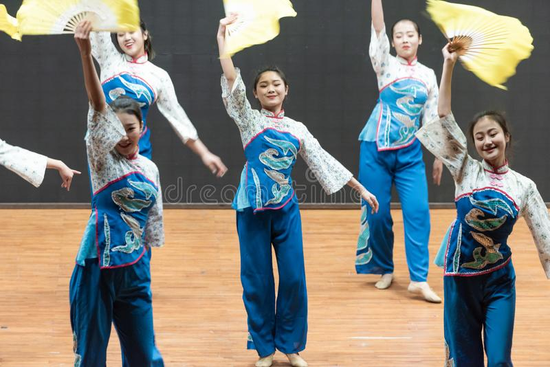 Репетиция танца 7-Teaching рудоразборки чая на уровне отдела танца стоковая фотография rf