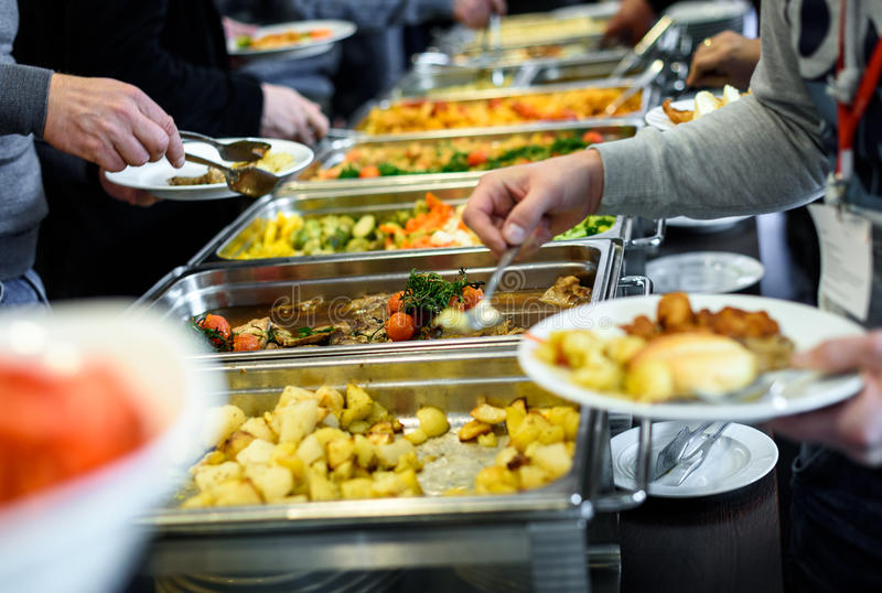 Ресторанное обслуживаниа обедающего шведского стола кухни кулинарное обедая торжество еды стоковые изображения