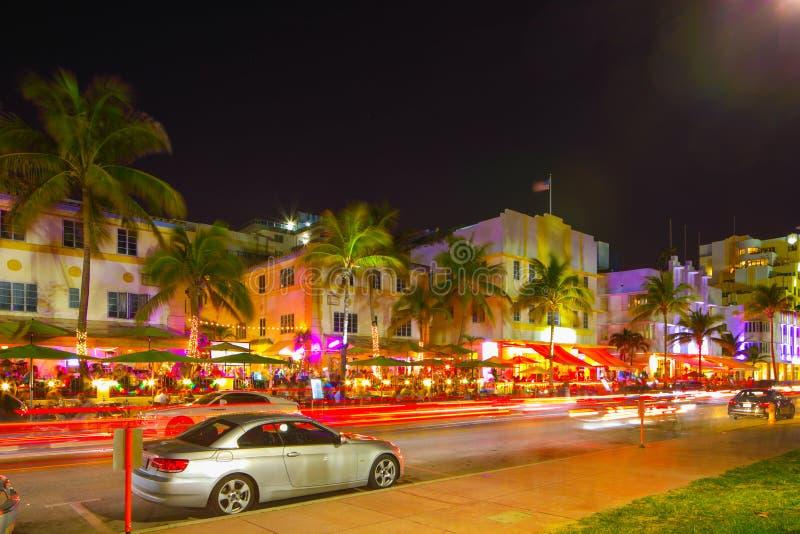 Рестораны сцены ночи Miami Beach привода океана и гостиницы deco стоковая фотография rf