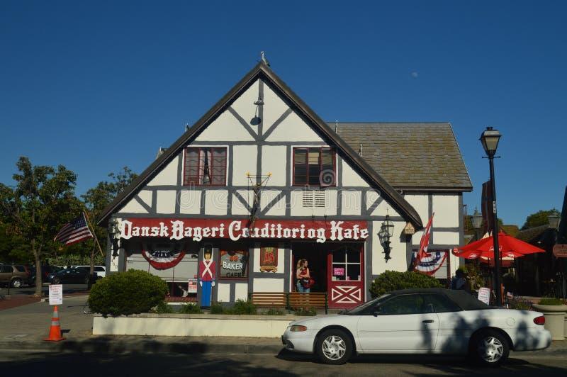 Рестораны Solvang: Живописная деревня основанная датчанами со своим типичным Contructions исторической Дании стоковая фотография rf