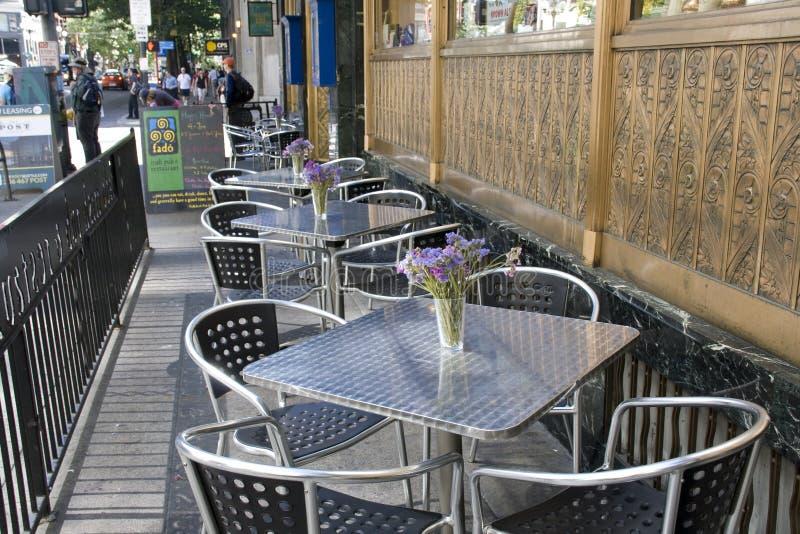 Ресторан адвокатского сословия на тротуаре стоковые фото