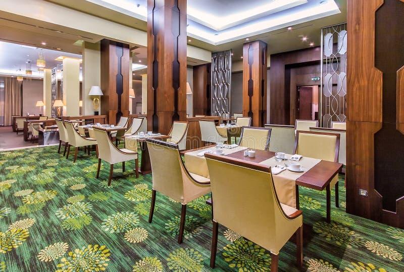 Ресторан бельведера европейский в курорте Gorky Gorod в Сочи имеет элегантный современный дизайн интерьера стоковые фото