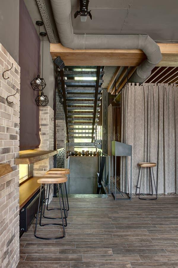 Ресторан в стиле просторной квартиры стоковые фото