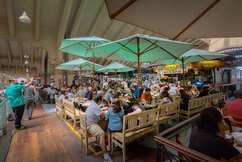 Ресторан на муниципальном рынке Mercado муниципальном в городском Сан-Паулу - Сан-Паулу, Бразилии стоковые изображения rf