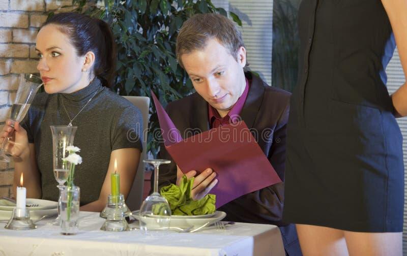 ресторан человека проверки счета стоковое изображение rf