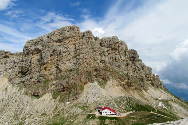 Ресторан hutte Refugio в Альпах стоковые изображения