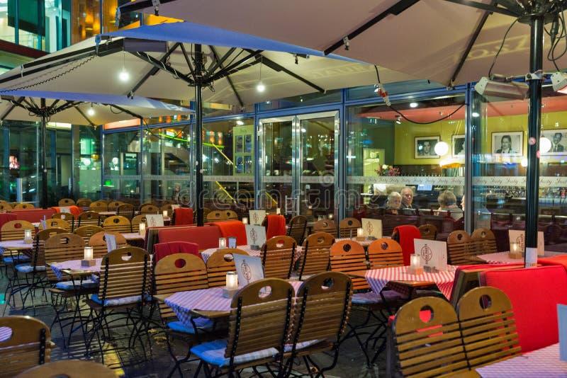 Ресторан Josty в центре Sony на Потсдамской площади berlin Германия стоковые фото