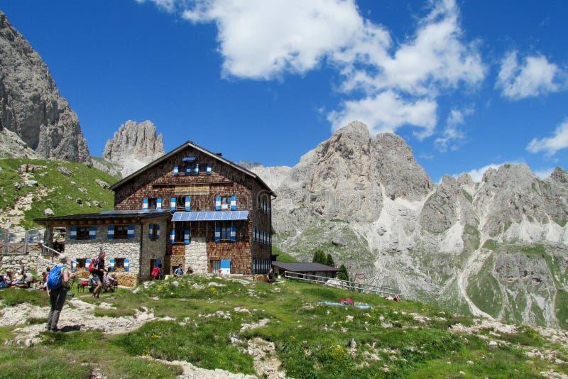 Ресторан Refugio в Альпах стоковая фотография rf