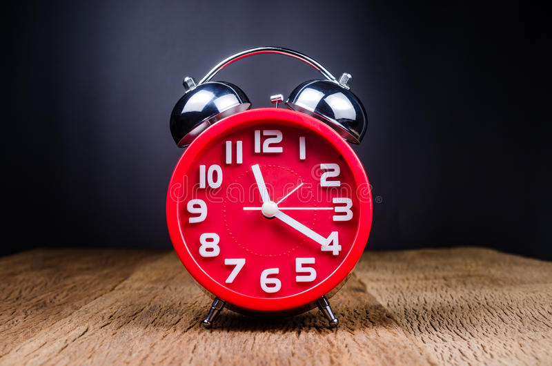 ретро будильника красное стоковые изображения rf