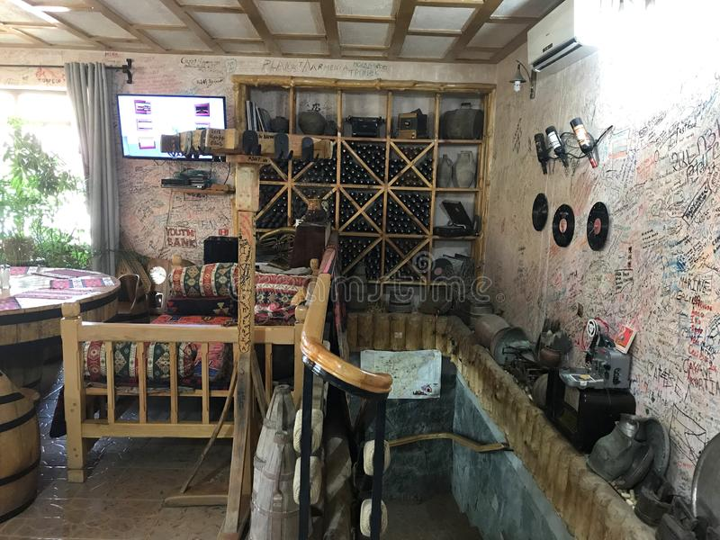 Ретро-введенная в моду винодельня, деревня Areni, Армения стоковое изображение