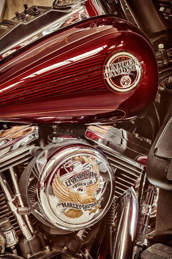 Ретро введенное в моду изображение двигателя и топливного бака классического Harl стоковое фото
