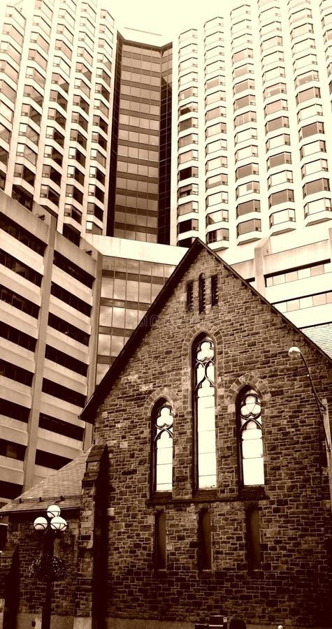 Ретро взгляд Англиканской церкви Redemeer в городском Торонто стоковые фото