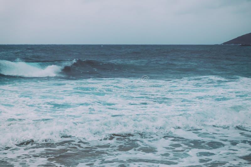 Ретро винтажное фоновое изображение океанских волн стоковая фотография
